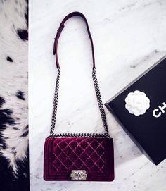 707685c2b GOLDIE   TheyAllHateUs Couro, Veludo, Vestuário Feminino, Acessórios  Femininos, Sapatos, Chanel