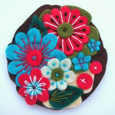 https://flic.kr/p/5unZ3c | 'POCKETFUL OF POSIES' FELT BROOCH