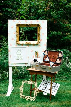 funky photo booth ideas #photobooth @weddingchicks
