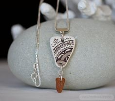 Sea Pottery and sea glass necklace in earth tones – Beach glass jewelry Sea Glass Necklace, Sea Glass Jewelry, Stone Necklace, Shell Jewelry, Sea Glass Art, Glass Beach, Stained Glass, Diy Jewelry Tutorials, Floral Necklace