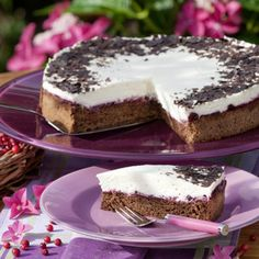 """""""Der Biskuit für die Preiselbeer-Schoko-Torte besteht tatsächlich nur aus Eiern, Zucker, Zartbitterschokolade und 1 Esslöffel Wasser. Es fehlt kein..."""