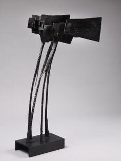 """Michel Anasse """"L Envolée"""" ou """"Prise de Vent"""" - Série """"Les Caractères"""" Fer soudé.1965 Hauteur : 96 cm Largeur : 50 cm Longueur : 59 cm © Galerie Thomas Fritsch Artrium"""