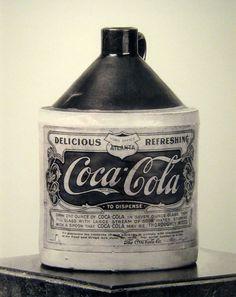 Coca-Cola Syrup Container 1906  no importa donde pongas esta tipografía, te…