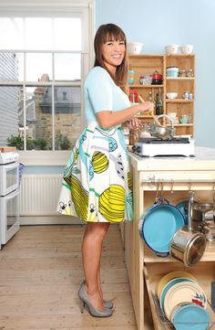 SINGAPORE — Fans of cooking presenter Rachel Khoo's quirky tiny Parisian apartment, as seen in her hit show, The Little Paris Kitchen, may be disappointed to learn that she no longer has the place. Chef Rachel Khoo, Quirky Fashion, Vintage Fashion, Paris Kitchen, My Little Paris, Plain Tops, French Chic, Marimekko, My Guy