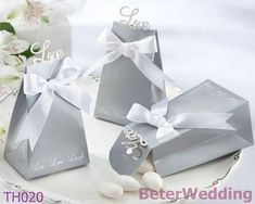beterwedding.com : Buy Free Shipping Elegant Icon wedding Favor Box 108pcs TH020 candy, chocolate box for wedding from Reliable wedding Favor Box suppliers    Your Unique Wedding Favors, Party Gifts, Gifting   #wedding #baptism #weddinggifts # weddingfavors #party #me #girls http://www.aliexpress.com/store/513753