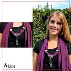 El placer de tener en tu cuello la gamuza más suave! Chalina de gamuza con bijou www.instagram.com/uriel.mujer
