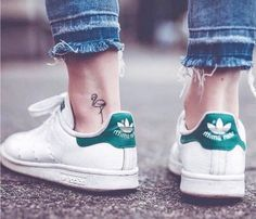 girl wearing white sneakers and jeans, small tattoo ideas, small flamingo ankle tattoo Small Matching Tattoos, Cool Small Tattoos, Little Tattoos, Mini Tattoos, Back Of Ankle Tattoo, Ankle Tattoos For Women, Tattoos For Women Small, Tattoos For Guys, Flamingo Tattoo