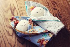 BeccaMarie Designs: Swaddle Babies - now which little girl wouldn't want to cuddle with these?  They are adorable!