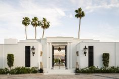 A Sweeping Palm Springs Villa That Redefines Glamour - At San Simeonita in the Coachella Valley, designer Anthony Cochran restored the property's megawatt luster with a modern sensibility