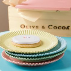 I swear there actually were pastel colored paper plates this color when I was a little girl.  Does anyone remember these?