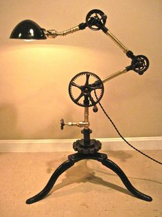 VTG-INDUSTRIAL-MACHINE-AGE-TABLE-FLOOR-ARTICULATED-STEAMPUNK-332 TASK-LAMP-LIGHT
