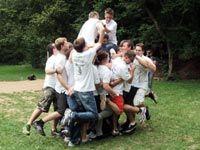Teambuilding Outdoor Teamspiel: Platz ist in der kleinsten Hütte