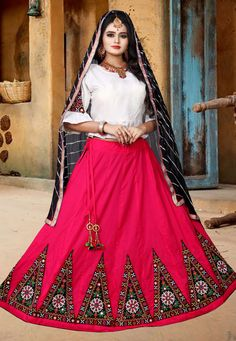 Buy Magenta Cotton Navratri Chaniya Choli 182194 online at best price from vast collection of Lehenga Choli and Chaniya Choli at Indianclothstore.com. Wedding Chaniya Choli, Garba Chaniya Choli, Garba Dress, Choli Blouse Design, Choli Designs, Bridal Lehenga Online, Lehenga Choli Online, Choli Pattern, Dandiya Dress