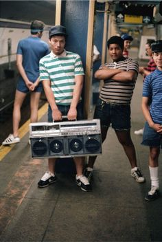 Photos: the authentic poses of NYC hip-hop culture in the – Jamel Shabazz 80s Hip Hop, Hip Hop Art, New York Subway, Nyc Subway, Jamel Shabazz, Style Afro, Foto Picture, Fotografia Social, New York Pictures