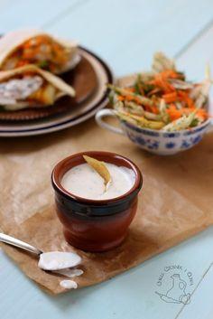 Chilli, czosnek i oliwa - blog o kuchni śródziemnomorskiej: Sos czosnkowy z kiszoną cytryną i kaparami. Doskonały do ryb.