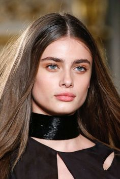 Taylor Marie Hill - Detail at Emilio Pucci Fall 2015 | MFW.