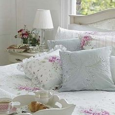 All Things Shabby and Beautiful  ♥   Dreamy bedroom