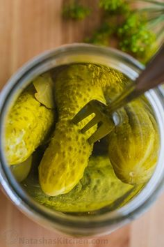 Our go-to Canned Dill Pickle Recipe with tips for making CRUNCHY dill pickles. We included an easy step-by-step photo tutorial on how to can pickles. Easy Canning, Canning Recipes, Easy Dill Pickle Recipe, Canning Dill Pickles, Food Business Ideas, Pickels, Pickling Cucumbers, Kochen