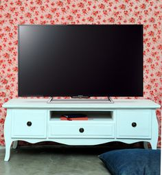 mueble vintage TV Vintage Tv, Premium Wordpress Themes, Furniture Decor, Shabby Chic, Tv Units, Living Room, Interior Design, Ideas Para, Sims
