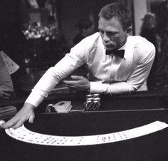 Daniel Craig as James Bond in Casino Royale Daniel Craig James Bond, James D'arcy, Craig Bond, James Bond Tuxedo, James Bond Style, Rachel Weisz, Tom Holland, Estilo James Bond, James Bond Casino Royale