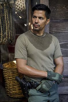 Trailler, promos, clips, featurettes, images and posters for the MAGNUM P. Best Tv Shows, New Shows, Jay Hernandez, Do Or Die, Magnum Pi, Hot Actors, Famous Men, Navy Seals, Man Crush