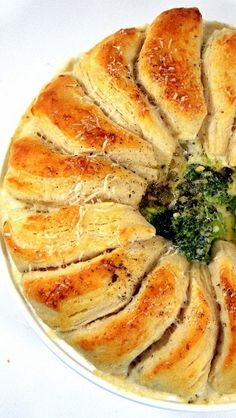 Chicken Alfredo Biscuit Bake... This is AMAZING... It uses a creamy cheesy Alfredo sauce that the veggies (I used broccoli, but about any veggie will work) rest in.  Then top with Pillsbury Grands that rest on the Alfredo sauce so the bottoms taste like dumplings while the tops are crispy crunchy... This is a great way to get kids to eat their veggies and it looks stunning!  This is only half, come see the full circle.