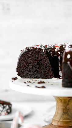 This chocolate peppermint bundt cake is the perfect dessert for the Holidays! It consists of a rich chocolate bundt cake and a peppermint chocolate ganache. Chocolate Bundt Cake, Chocolate Ganache, Ganache Cake, Peppermint Chocolate, Homemade Chocolate, Cake Recipes, Dessert Recipes, Steak Recipes, Shrimp Recipes