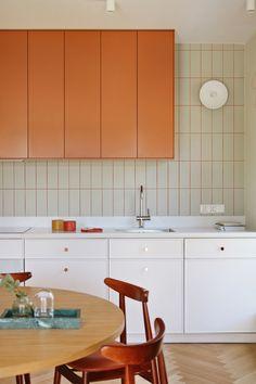 Mieszkanie pod znakiem zieleni | Apartament projektu PB Studio Kitchen Tiles, Kitchen Colors, Kitchen Dining, Kitchen Decor, Kitchen Cabinets, Bathroom Interior, Kitchen Interior, Interior Architecture, Interior Design