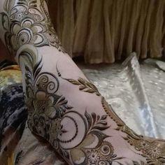 Leg Henna Designs, Modern Henna Designs, Khafif Mehndi Design, Mehndi Designs Feet, Latest Bridal Mehndi Designs, Mehndi Designs Book, Mehndi Designs For Girls, Mehndi Design Pictures, Wedding Mehndi Designs