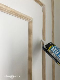 How to install modern wall molding – Remington Avenue So installieren Sie moderne Wandleisten – Remington Avenue Modern Wall Paneling, Paneling Walls, Wall Panelling, Modern Wall Decor, Wall Molding, Moldings, Wall Trim, Wall Treatments, Diy Wall