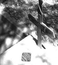 """Vie de CHARLES DE FOUCAULT - http://www.charlesdefoucauld.org/fr/biographie.php - Contexte historique http://www.afrique-atlas.org/index.php?page=show_carte&carte=1914 - """"Exploitant leurs succès, les Sénoussistes marchent sur Tamanrasset où ils tuent, le 1er décembre 1916, le père Charles de Foucauld. Ils poussent, en outre, le chef suprême des Touareg Moussa Ag Amastane à assiéger Agadès."""""""
