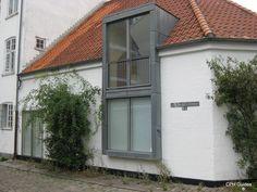 Stærekassen. Garage Doors, Windows, Outdoor Decor, Home Decor, Homemade Home Decor, Window, Interior Design, Home Interiors, Decoration Home