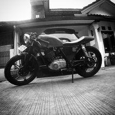 #mulpix morrniiing  #pinhole  #pinholeindonesia  #depokdistorsi  #thunder125  #caferacer  #caferacerindonesia  #caferacerxxx  #custombike  #bw  #photography
