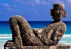 "Viaja a Cancún, México y conoce la estatua del Dios Maya Chac Mol.El nombre de esta escultura precolombina significa ""gran jaguar rojo"" ."