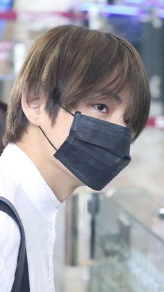 Can't see his face but more handsome than ever Kim Taehyung, Bts Jungkook, Namjoon, Hoseok, Vmin, Bts Maknae Line, K Wallpaper, Most Handsome Men, Bts Lockscreen