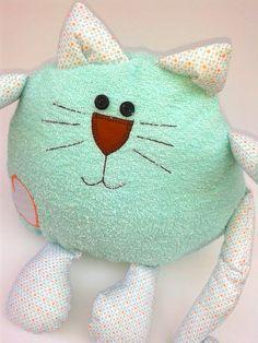Almofada de gatinho feito com tecido 100% algodão, atoalhado e plumante.