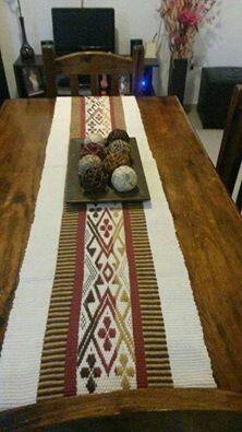 Telar mapuche Inkle Loom, Loom Weaving, Tablet Weaving, Textiles, Weaving Patterns, Loom Knitting, Wall Design, Wall Tapestry, Lana