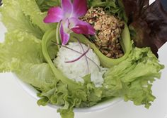 Laab Kai - frisse Thaise salade met pikante kip, munt en koriander