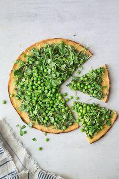 Pea Socca + Mustard Greens Pesto (Vegan & Gluten-Free) - The Green Life T&T: Amazing. Will definitely make again. Veggie Pizza, Healthy Pizza, Pesto Pizza, Pizza Recipes, Vegetarian Recipes, Healthy Recipes, Chickpea Flour Recipes, Ovo Vegetarian, Pizza Socca