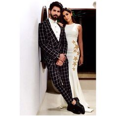 From festive occasions to red carpet events, Shahid Kapoor and Mira Rajput Kapoor make a sartorial statement every time they step out together Blazer Outfits Men, Stylish Mens Outfits, Bollywood Hairstyles, Mens Indian Wear, Virat Kohli And Anushka, Mira Rajput, African Clothing For Men, Designer Suits For Men, Bollywood Celebrities
