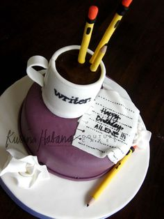Writer's Birthday Cake Fondant Cakes, Cupcake Cakes, Doctor Cake, Foto Pastel, Food Sculpture, Book Cakes, How To Make Cupcakes, Just Cakes, Specialty Cakes
