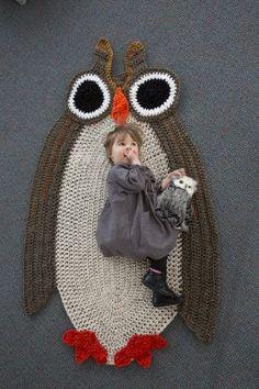 Lion Brand Yarn's Who's Sleepy Owl Afghan. This stunning owl is a piece of art! Crochet Owls, Crochet For Kids, Knit Crochet, Crochet Gratis, Free Crochet, Crochet Blanket Patterns, Baby Blanket Crochet, Crochet Afghans, Crochet Patterns