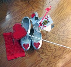 Queen of Hearts & Mad Hatter Costume DIY (Halloween Mad Hatter Diy Costume, Mad Hatter Party, Mad Hatter Tea, Halloween Costume Accessories, Cute Halloween Costumes, Halloween Diy, Homemade Costumes, Diy Costumes, Costume Ideas