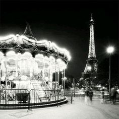 Eiffel Tower  エッフェル塔  Merry Go Round  メリーゴーランド