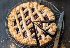 Die Rezept der Linzer Torte gilt als das älteste bekannte Tortenrezept der Welt. Es wurde bereits im 17. Jahrhundert im Kochbuch der Gräfin Anna...