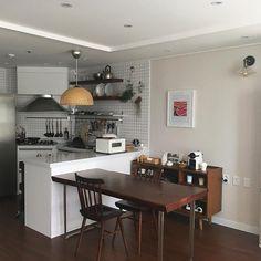 집에서 가장 아끼는 공간으로 초대합니다! 주방 인테리어 모음 17'3/4 : 네이버 포스트 Home Room Design, Home Interior Design, House Design, Kitchen Interior, Kitchen Decor, Kitchen Design, Cocinas Kitchen, Decoration Design, Aesthetic Rooms