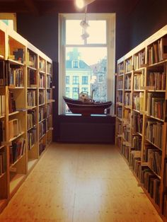 Boekhandel Van Der Velde, Leeuwarde It doesn't have to had books in your native language for loving bookshops.