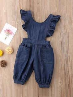 To find out about the Toddler Girls Dual Pocket Ruffle Denim Jumpsuit at SHEIN, part of our latest Toddler Girl Denim ready to shop online today! Kids Dress Wear, Dresses Kids Girl, Little Girl Outfits, Kids Wear, Baby Dress, Kids Outfits, Baby Clothes Patterns, Girl Dress Patterns, Cute Baby Clothes