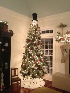 My tree this year. Snowman topper from Cracker Barrel. Snowman Tree Topper, Tree Toppers, Seasonal Decor, Holiday Decor, Seasons, Christmas Trees, Barrel, Holidays, Winter