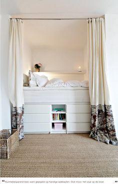 • mijn bed van maken (mooi die hoogte en handig die laden)